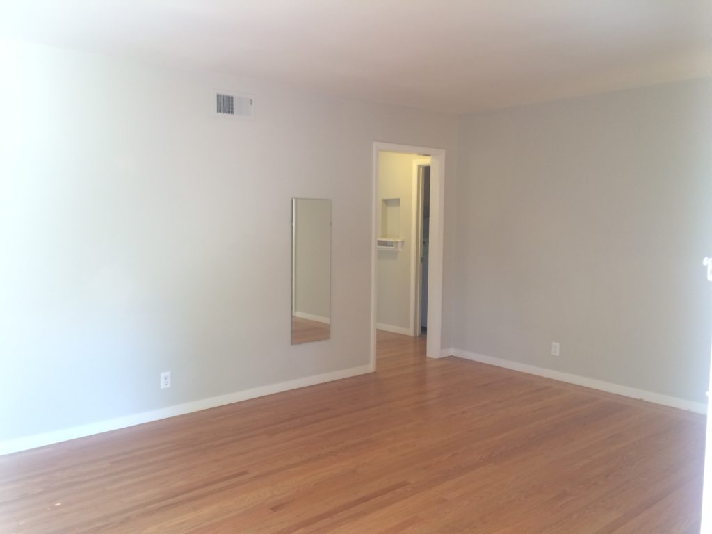 675-colorado-ave-living-room-pic-1